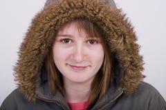 Het meisje van de tiener in laag met een kap Royalty-vrije Stock Fotografie