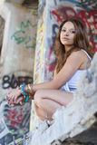 Het Meisje van de tiener met Graffiti Stock Fotografie