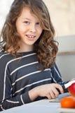 Het meisje van de tiener met vruchten royalty-vrije stock fotografie
