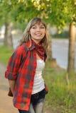 Het meisje van de tiener in rood overhemd Stock Fotografie