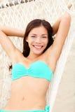 Het meisje van de vakantie in hangmat Stock Foto