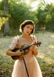 Het Meisje van de viool royalty-vrije stock afbeelding