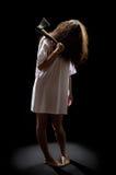 Het meisje van de zombie met bijl Royalty-vrije Stock Foto's