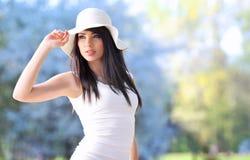 Het meisje van de zomer in park Royalty-vrije Stock Foto