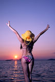 Het meisje van de zonsondergang stock afbeeldingen