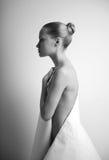 Het meisje van Elegante met document Stock Afbeeldingen