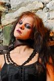 Het meisje van Goth met kettingen royalty-vrije stock foto's