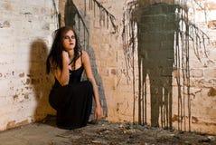 Het Meisje van Goth van de zitting stock afbeelding