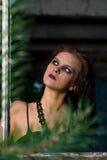 Het Meisje van Goth in venster Royalty-vrije Stock Foto's