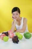 Het meisje van het fruit royalty-vrije stock foto's