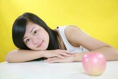 Het meisje van het fruit stock foto