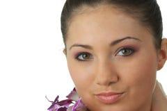 Het meisje van het kuuroord met orchideeportret Royalty-vrije Stock Foto