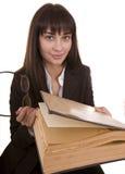 Het meisje van het mes met groot oud boek. Royalty-vrije Stock Foto