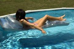 Het meisje van het water in pool Stock Afbeeldingen