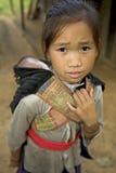 Het meisje van Hmong met broer, Laos royalty-vrije stock afbeelding