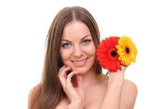 Het Meisje van het kuuroord met bloemen stock fotografie