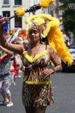 Het meisje van Lepard op een carnaval parade Stock Foto