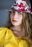 Het meisje van Nice in een hoed Stock Fotografie