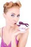 Het meisje van Pinup met parfum Stock Foto's