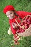 Het meisje van Preteen op gras Stock Fotografie