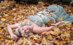 Het meisje van Prom in openlucht Stock Fotografie
