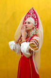 Het Meisje van Rusland een nationaal kostuum Royalty-vrije Stock Foto's