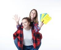 Het meisje van school colledge tieners met stationaire boekennotitieboekjes stock foto's