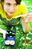 Het meisje van sushi royalty-vrije stock afbeelding