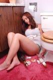 Het meisje van Trunken in toilet. Royalty-vrije Stock Afbeeldingen
