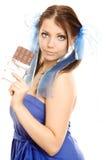 Het meisje van vlechten met chocolade geniet van royalty-vrije stock afbeeldingen