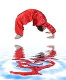 Het meisje van Wushu opleiding Royalty-vrije Stock Afbeeldingen