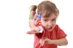 Het meisje verzond hand vooruit, flitslichten op vingers royalty-vrije stock afbeeldingen