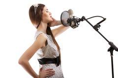 Het meisje is zingt Stock Afbeeldingen