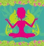 Het meisje zit en mediteert, vat kaart samen Royalty-vrije Stock Foto