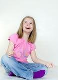 Het meisje zit op een vloer royalty-vrije stock foto's