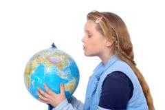 Het meisje zoekt de wereld Stock Fotografie