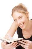 Het meisje in zwart vest leest boek royalty-vrije stock afbeeldingen