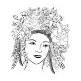 Het meisjesgezicht in chaplet van bloemen en de bladeren overhandigen getrokken royalty-vrije illustratie