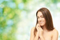 Het meisjesgezicht van de schoonheid Gezichts medische injectie Geneeskundeprocedure De kosmetiekportret Vrij witte vrouw stock fotografie