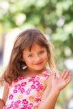 Het meisjeshand van het kind. Stock Afbeeldingen