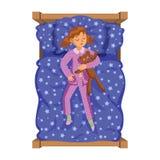 Het meisjeslaap van de beeldverhaalglimlach in het bed met teddybeer Stock Fotografie