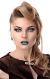Het Meisjesportret van het schoonheidsblonde met Kleurrijke Make-up Stock Fotografie