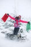 Het meisjessprong van de winter Royalty-vrije Stock Foto's