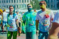 Het melden van het ontspruiten van marathon Colorrun Kiev 2017 Stock Fotografie