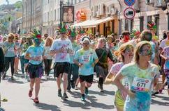 Het melden van het ontspruiten van marathon Colorrun Kiev 2017 Stock Foto
