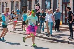 Het melden van het ontspruiten van marathon Colorrun Kiev 2017 Royalty-vrije Stock Fotografie