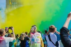Het melden van het ontspruiten van marathon Colorrun Kiev 2017 Royalty-vrije Stock Foto's