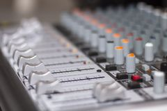 Het mengen van console Close-up van geluid die console mengen stock afbeelding