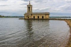 Het meningsnoorden over Rutland Water in het UK van Normanton stock afbeeldingen