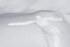Het menselijke cijfer en betaalt gestempeld in de sneeuw stock fotografie